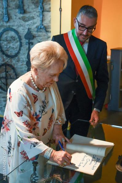 Renata Scotto with the Mayor, Alessandro Oddo photo by Alessandro Gimelli 2