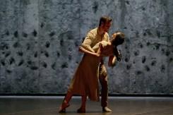 Akram Khan's Giselle, English National Ballet, © Dasa Wharton a05