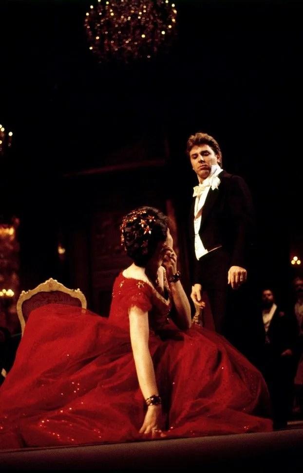 La traviata, 1990, Roberto Alagna and Tiziana Fabbricini in costumes by Pescucci, photo by Lelli e Masotti