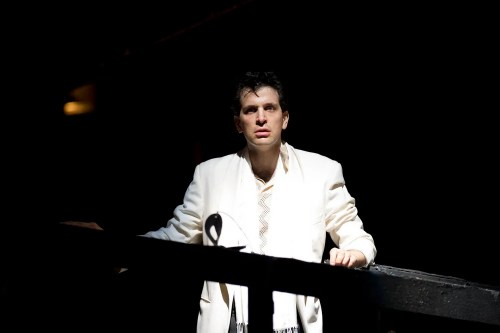 Luca Pisaroni as Leporello in Don Giovanni, photo by Bill Cooper, Glyndebourne, 2010