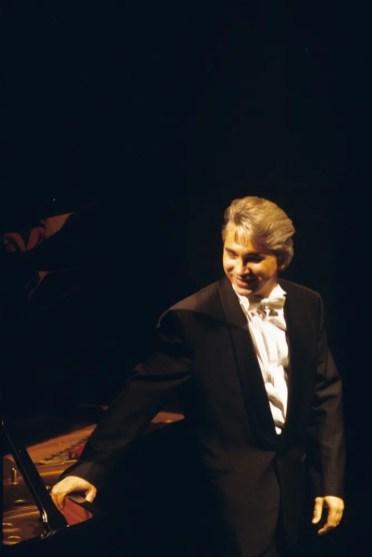 Dmitri Hvorostovsky, La Scala recital 23 November 1992, photo by Lelli e Masotti 1