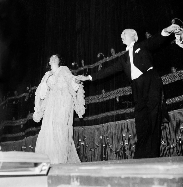 Victor de Sabata with Renata Tebaldi after La traviata, 1951