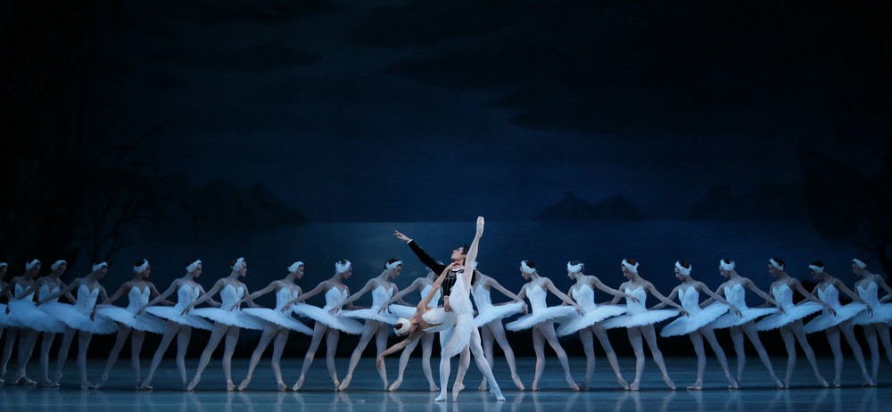 Ekaterina Kondaurova & Timur Askerov in Swan Lake by Natasha Razina © State Academic Mariinsky Theatre