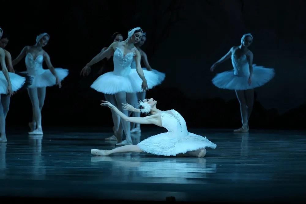 Oxana Skorik in Swan Lake by Natasha Razina © State Academic Mariinsky Theatre