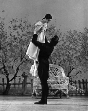 Elisabetta Terabust with Paul Chalmer in Onegin, photo by Leslie Spatt