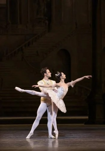 The Sleeping Beauty with Francesca Hayward as Princess Aurora and Alexander Campbell as Prince Florimund © ROH, Bill Cooper, 2017