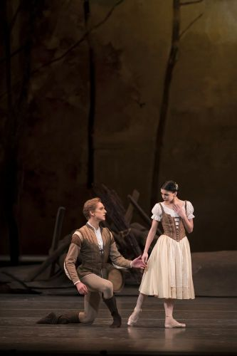 David Hallberg as Albrecht and Natalia Osipova as Giselle in Giselle, The Royal Ballet © ROH, 2018. Photographed by Bill Cooper