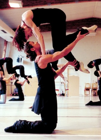 Julien Favreau rehearsal Gil Roman's choreography photo by Paolini
