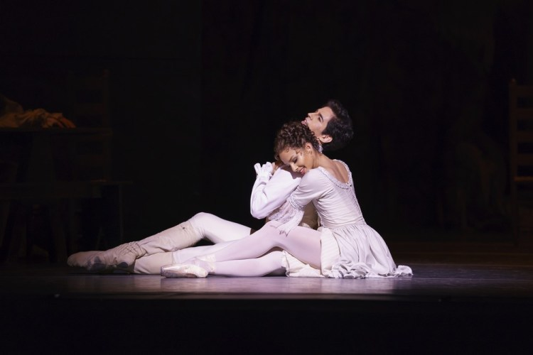 Manon with Francesca Hayward as Manon and Federico Bonelli as Des Grieux ©ROH, 2018, photo by Bill Cooper (2)