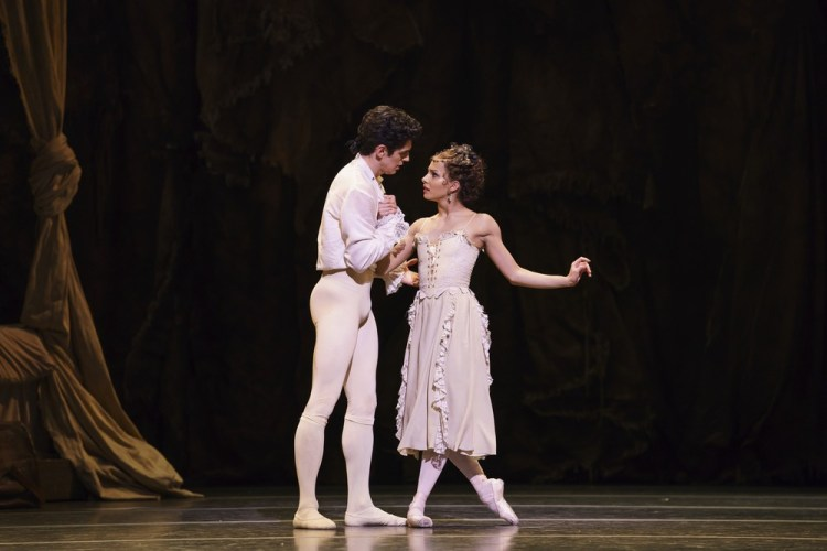 Manon with Francesca Hayward as Manon and Federico Bonelli as Des Grieux ©ROH, 2018, photo by Bill Cooper (4)