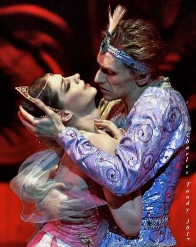 Laurretta Summerscales in La Bayadère with Sergei Polunin at the Bayerisches Staatsballett, photo by Charles Tandy
