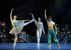 Le Corsaire, Nicoletta Manni, Timofej Andrijashenko and Mattia Semperboni, photo Brescia e Amisano, Teatro alla Scala 2018