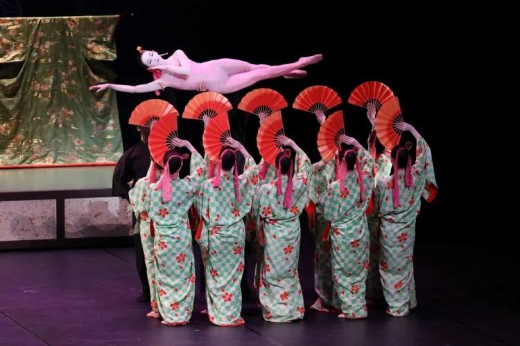 Tokto Ballet in The Kabuki photo by Kiyonori Hasegawa