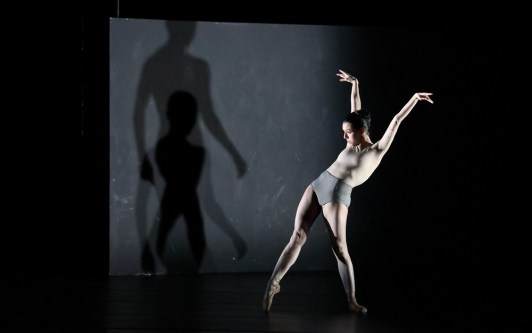 Portrait Wayne McGregor, Kairos with Ivy Amista © Wilfried Hoesl