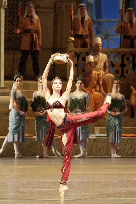 Alyona Kovalyova In La Bayadére, Photo By Damir Yusupov 2018