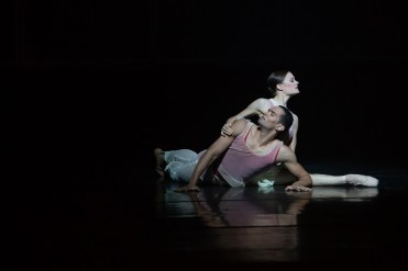 22 Embrace by George Williamson with Brandon Lawrence and Delia Matthews © Dasa Wharton, Birmingham Royal Ballet 2018 02