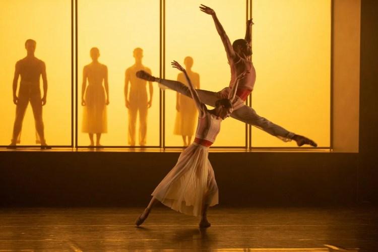 29 Embrace by George Williamson with Brandon Lawrence and Delia Matthews © Dasa Wharton, Birmingham Royal Ballet 2018 02 01