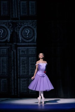 Alice in Wonderland. Francesca Hayward as Alice. ©ROH, 2014. Photographed by Bill Cooper (4)