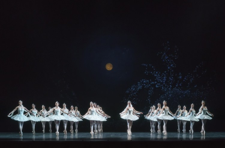La Bayadère. Artists of The Royal Ballet. ©ROH, 2018. Photographed by Bill Cooper. (3)