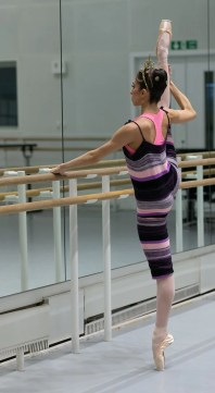 Yasmine Naghdi prepares for Gamzatti, photo by Dasa Wharton 09