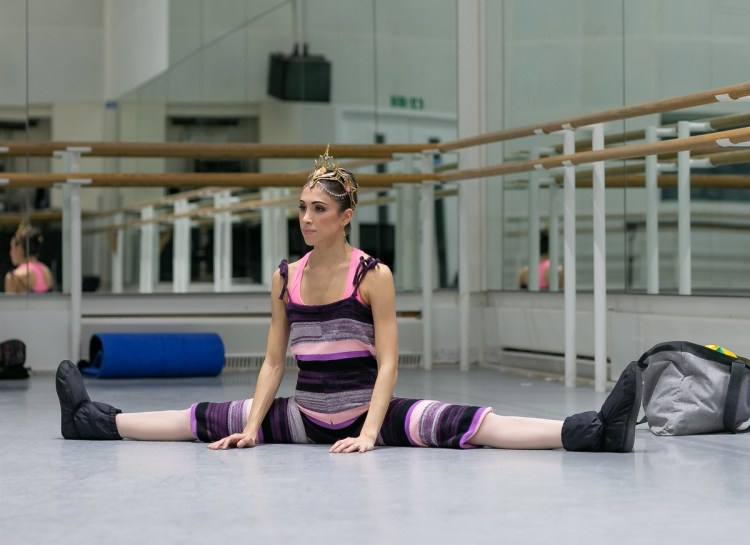 Yasmine Naghdi prepares for Gamzatti, photo by Dasa Wharton 11