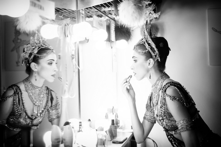 Yasmine Naghdi prepares for Gamzatti, photo by Dasa Wharton 15
