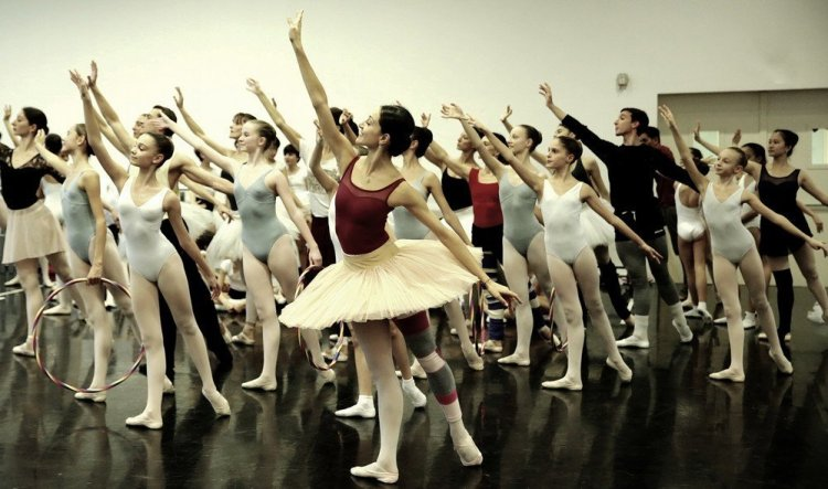 Balanchine's Nutcracker with Nicoletta Manni and students from La Scala's Ballet School