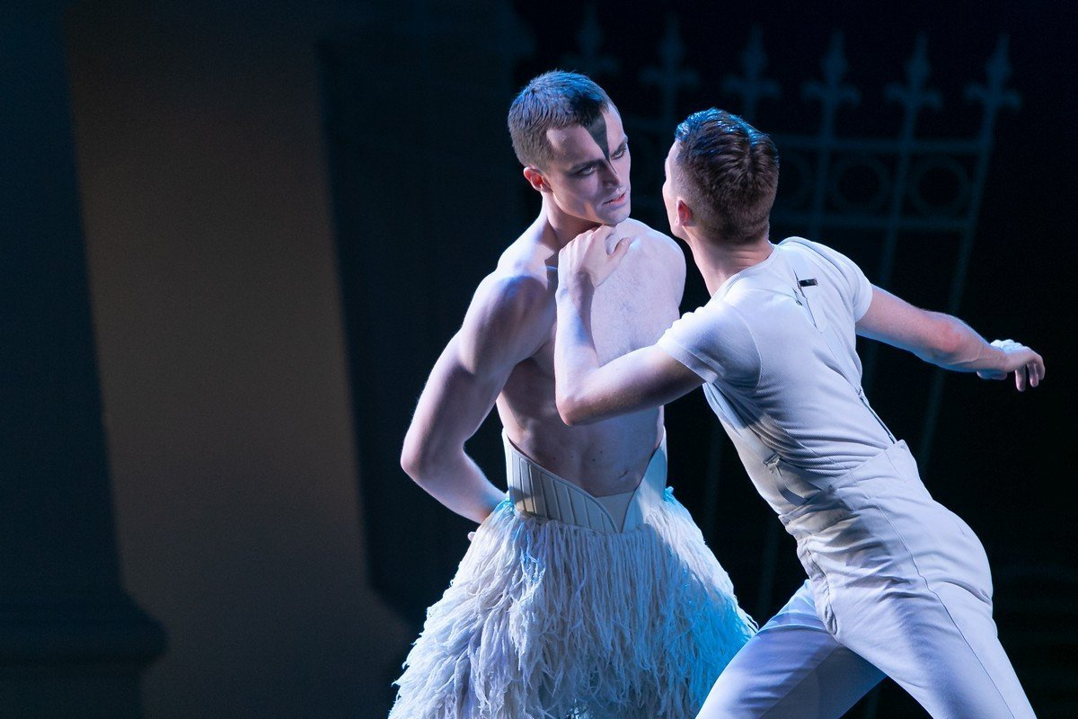 Matthew Ball in Matthew Bourne's Swan Lake, photo by Dasa Wharton, 2018 18