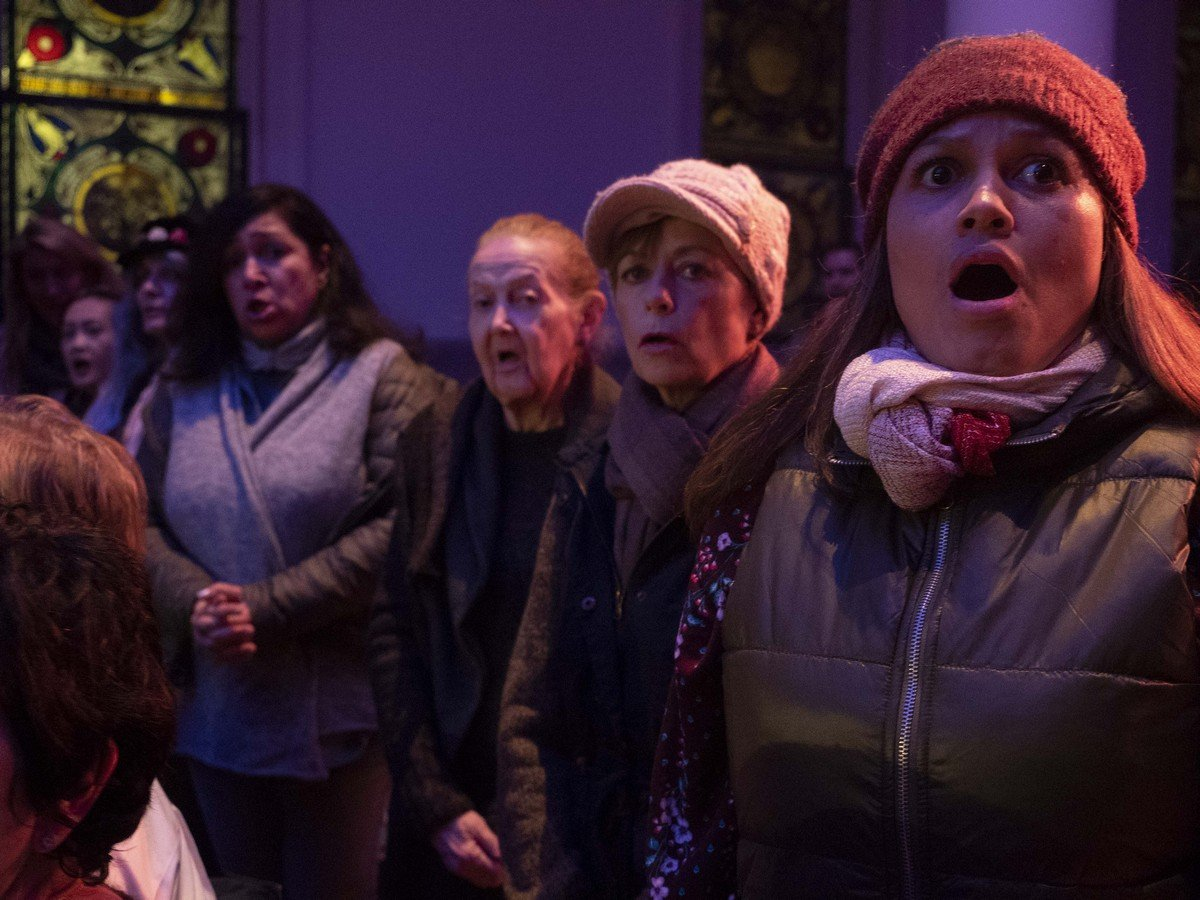 On Site Opera Amahl and the Night Visitors Chorus 01