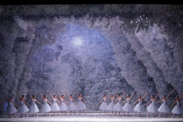George Balanchine's The Nutcracker®, Act 1 snowscene, photo by Brescia e Amisano, Teatro alla Scala 2018