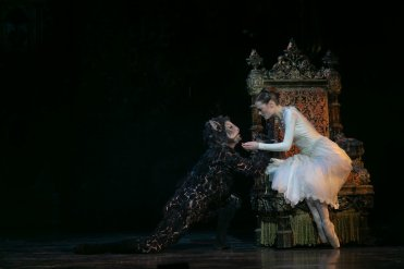 Beauty and the Beast by David Bintley, photo by Dasa Wharton, BRB 2019 14