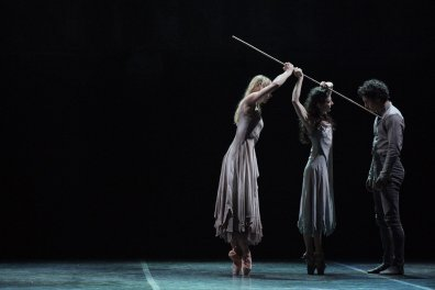 Alina Cojocaru, Stina Quagebeur and Isaac Hernandez in Akram Khan's Giselle © Laurent Liotardo