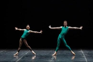 Linda Giubelli and Daniele Bonelli in In the Middle, Somewhat Elevated © Tatiana Mazzola, Teatro alla Scala 2019