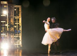 Yvette Knight with Brandon Lawrence in Beauty and the Beast, Birmingham Royal Ballet © Dasa Wharton 28