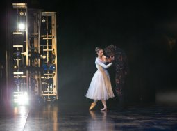 Yvette Knight with Brandon Lawrence in Beauty and the Beast, Birmingham Royal Ballet © Dasa Wharton 37