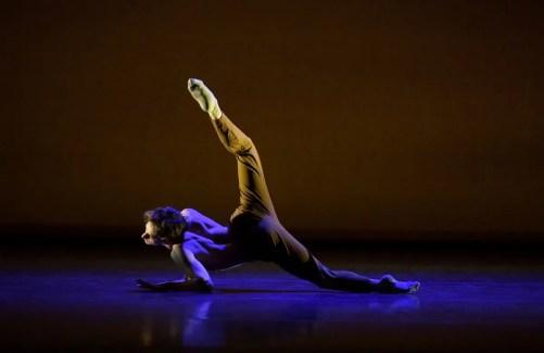 Shale Wagman performing Peculiar Mind © Laurent Liotardo
