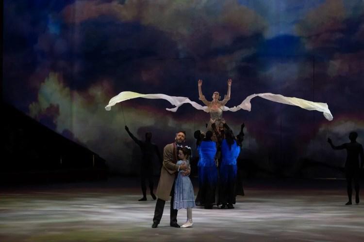 01 Christopher Wheeldon's Cinderella with English National Ballet © Dasa Wharton