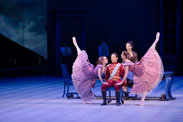 07 Christopher Wheeldon's Cinderella with English National Ballet © Dasa Wharton