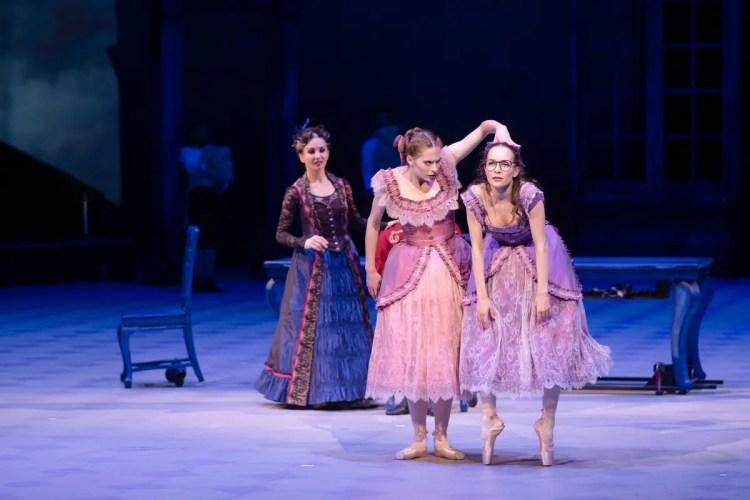 08 Christopher Wheeldon's Cinderella with English National Ballet © Dasa Wharton