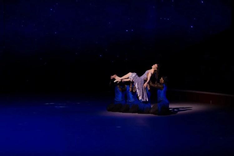 12 Christopher Wheeldon's Cinderella with English National Ballet © Dasa Wharton