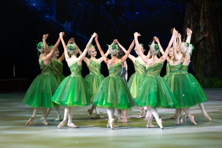 14 Christopher Wheeldon's Cinderella with English National Ballet © Dasa Wharton