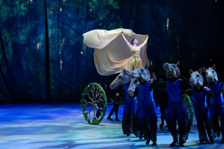 21 Christopher Wheeldon's Cinderella with English National Ballet © Dasa Wharton