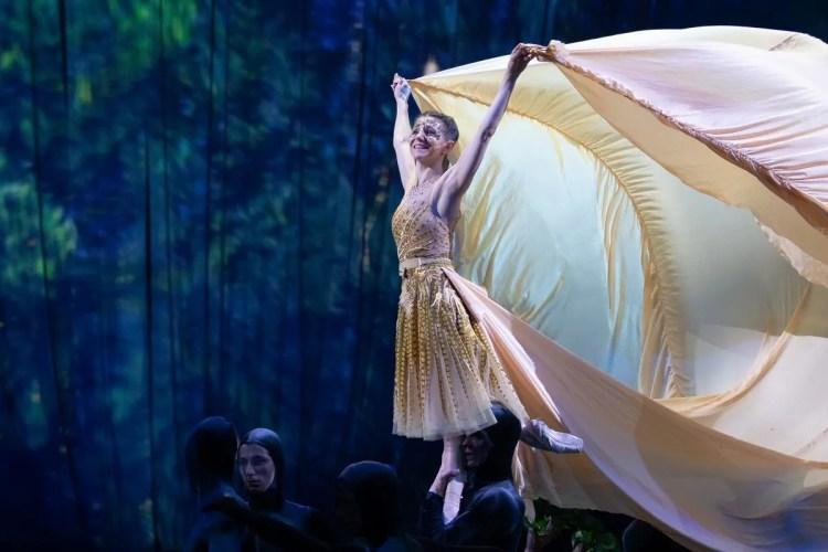 23 Christopher Wheeldon's Cinderella with English National Ballet © Dasa Wharton