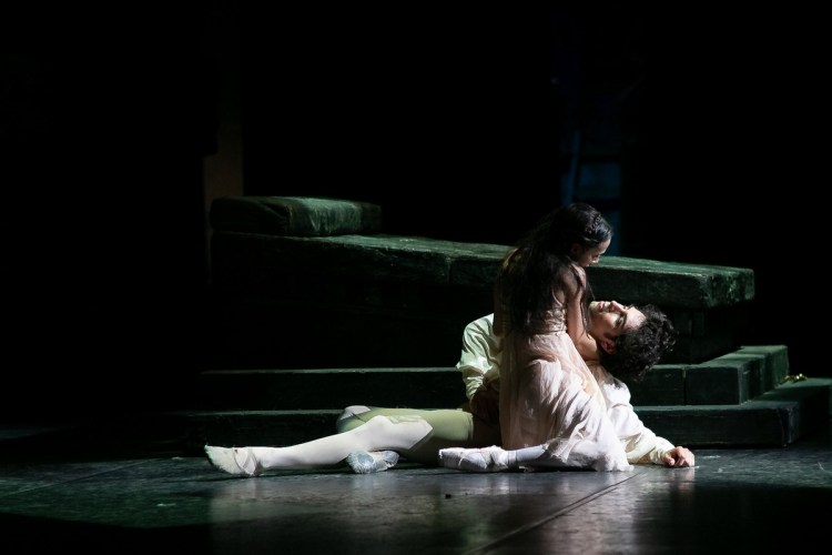 23 Francesca Hayward and Cesar Corrales, Romeo and Juliet © Dasa Wharton