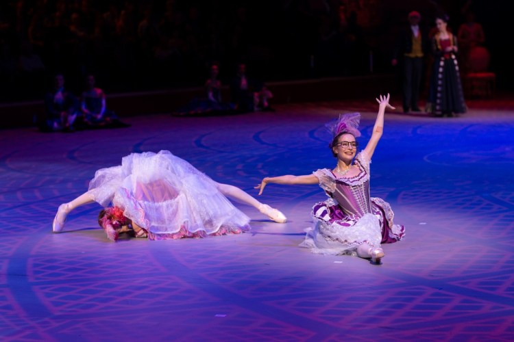 25 Christopher Wheeldon's Cinderella with English National Ballet © Dasa Wharton