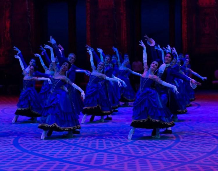 29 Christopher Wheeldon's Cinderella with English National Ballet © Dasa Wharton