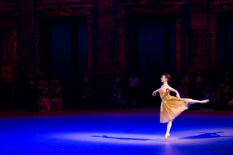 31 Christopher Wheeldon's Cinderella with English National Ballet © Dasa Wharton