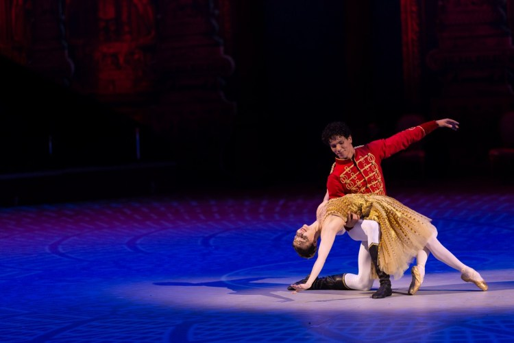 35 Christopher Wheeldon's Cinderella with English National Ballet © Dasa Wharton
