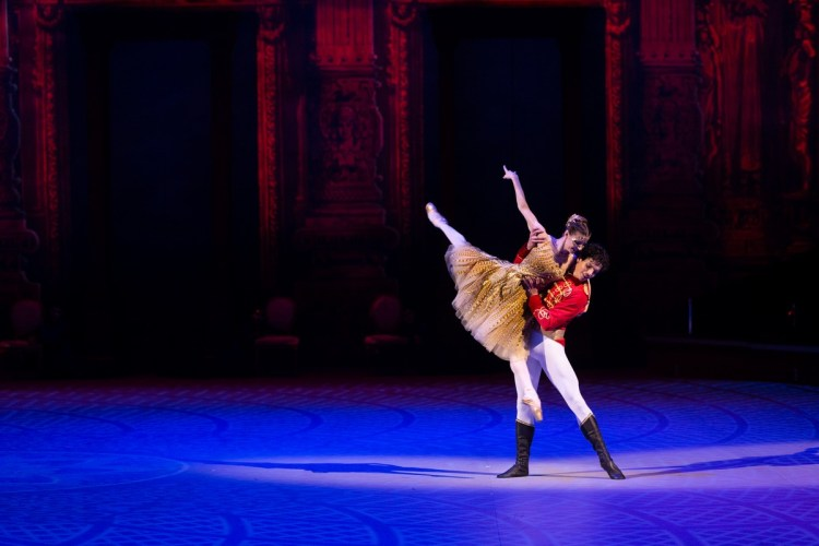 36 Christopher Wheeldon's Cinderella with English National Ballet © Dasa Wharton