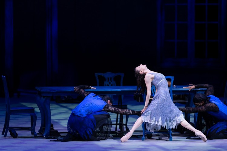 38 Christopher Wheeldon's Cinderella with English National Ballet © Dasa Wharton